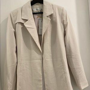 😁 trendy off white blazer with strap (BRAND NEW)